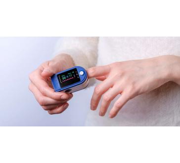 1+1 MÁSODIK DARAB INGYENES Ujjra csíptethető pulzoximéter, pulzusmérő és véroxigénszint mérő